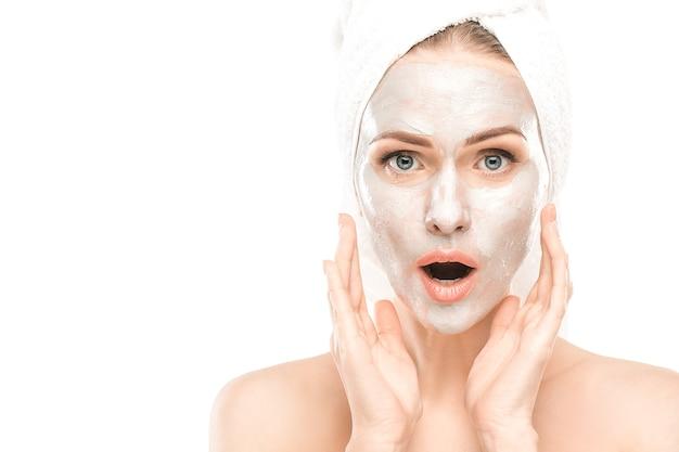 Soins de santé beauté femme mature isolated on white