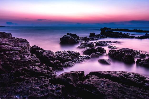 Soirée coucher de soleil sur la mer, photo d'indscape