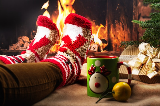 Soirée de vacances confortable près d'une cheminée