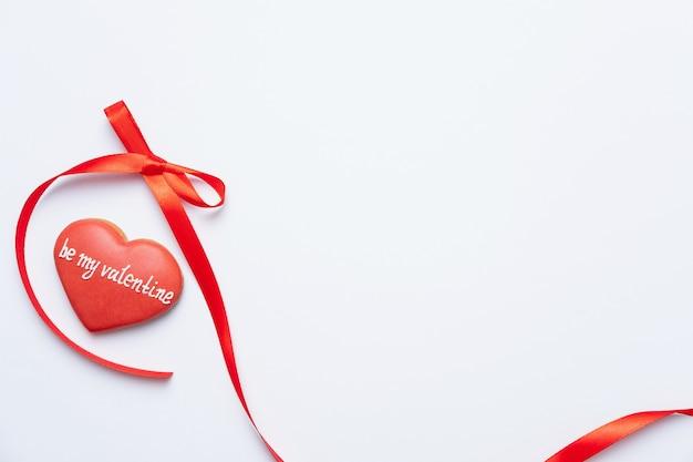 Sois ma valentine. composition de coeur rouge, vue de dessus, mise à plat