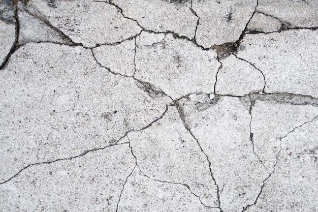Sol en ciment gris avec fissure