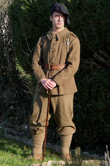 Soldat français en uniforme des années 1940