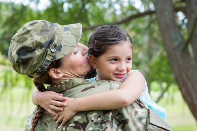 Soldat réuni avec sa fille