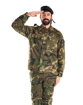 Soldat saluant