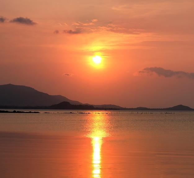 Soleil aube ciel orange port