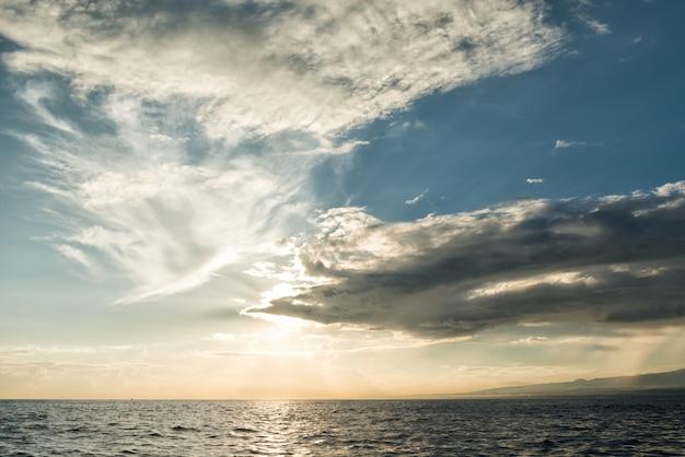 Soleil levant l'océan pacifique
