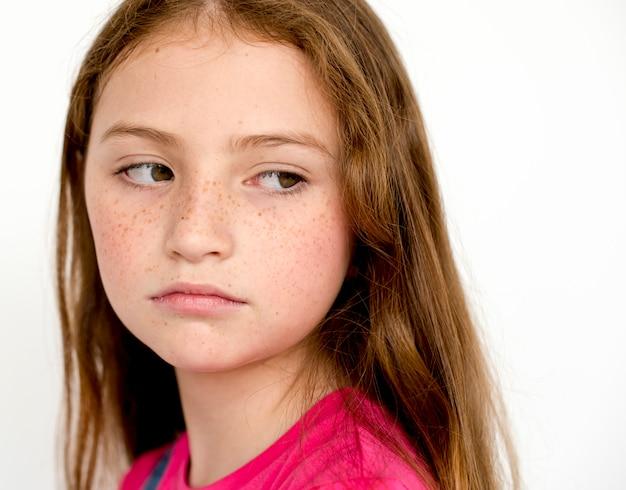 Solitaire petite fille triste ennui déprimer expression