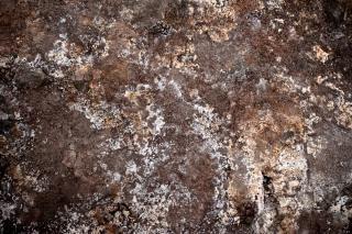Sombre texture de la boue géothermique