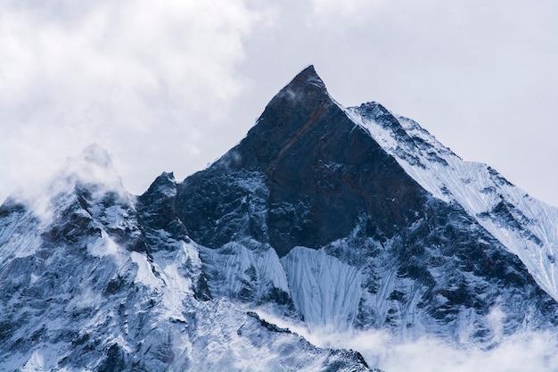 Sommet de la montagne au népal