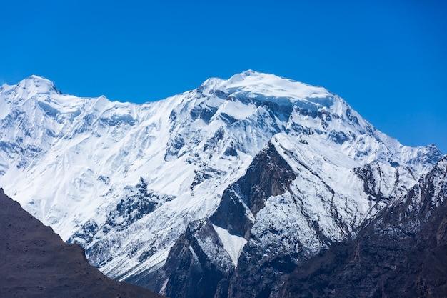 Sommet de la montagne de neige au pakistan