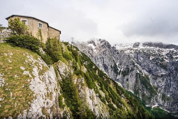 Sommet supérieur de kehlstein au-dessus d'obersalzberg