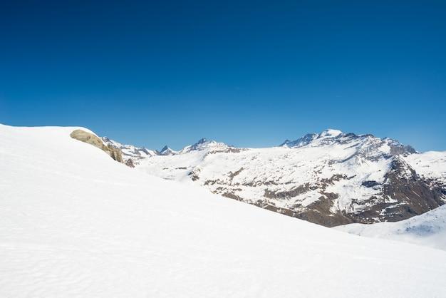 Sommets majestueux des alpes