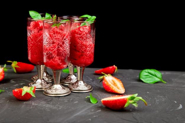 Sorbet à la fraise rafraîchissante, boisson granitée fondante