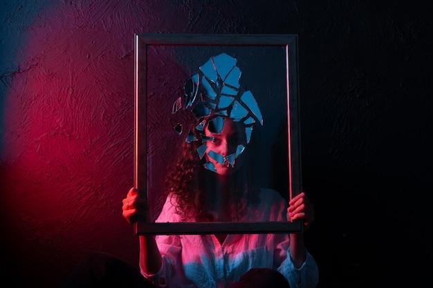 Sorcellerie occulte miroir brisé miroir d'astrologie mystère