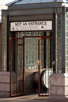 Sortie de métro à boston, massachusetts, usa