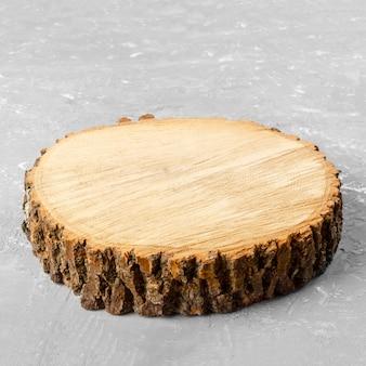 Souche d'arbre coupée en rond avec anneaux annuels