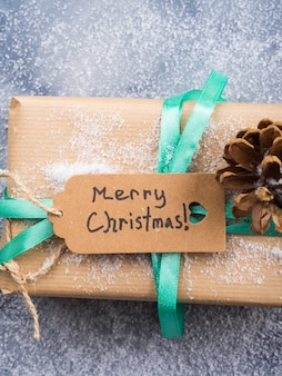 Souhaitant joyeux noel avec cadeau