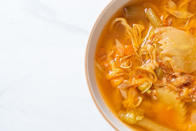 Soupe aigre-douce aux légumes