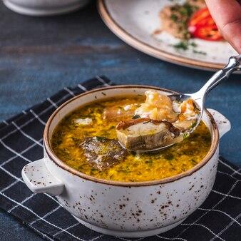 Soupe au chou russe aux champignons.