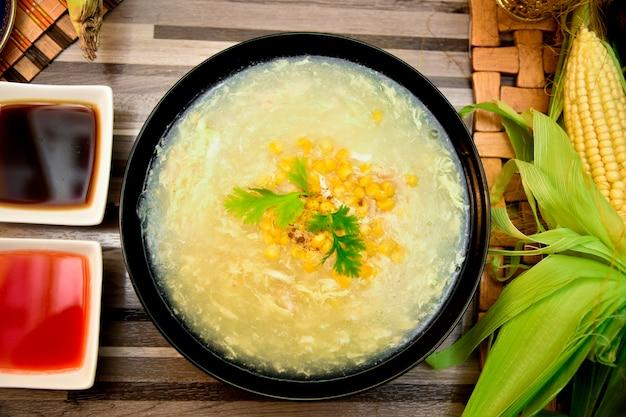 Soupe au poulet et au maïs