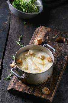 Soupe aux asperges blanches