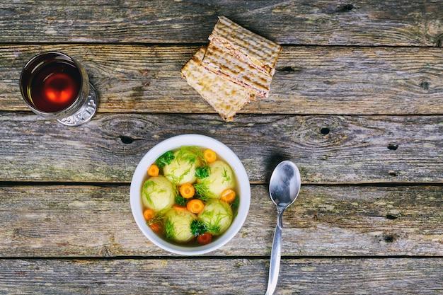 Soupe aux boules de matza pâque pâque juive fête juive alimentation