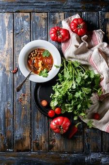 Soupe aux carottes et aux pois tomates