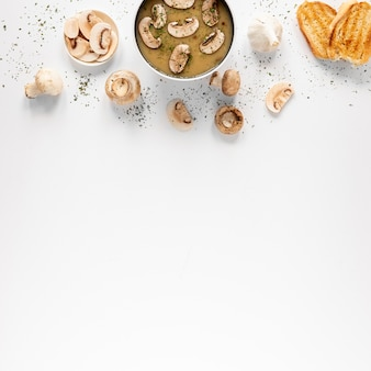 Soupe aux champignons et copie espace blanc