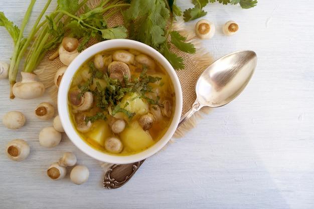Soupe aux champignons faite maison