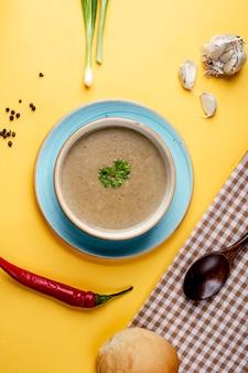 Soupe aux champignons et poivron rouge