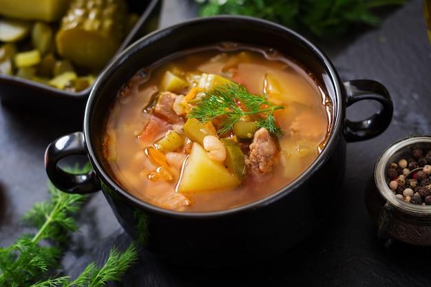 Soupe aux concombres et haricots marinés à la ukrainienne