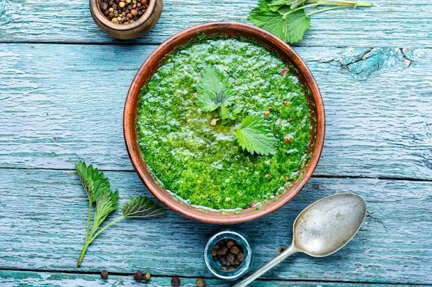 Soupe aux feuilles d'ortie