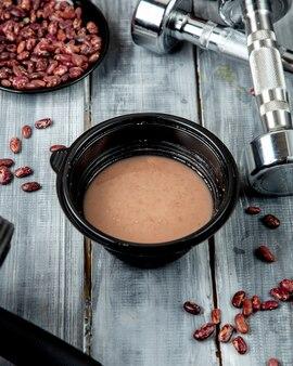 Soupe aux haricots avec assiette aux haricots