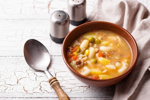 Soupe aux légumes et viande hachée