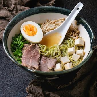 Soupe aux nouilles asiatiques