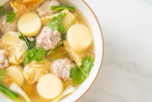 Soupe aux œufs frits ou soupe d'omelette au porc haché