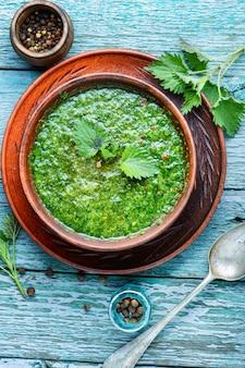 Soupe aux orties vertes