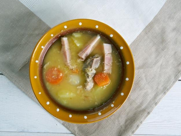 Soupe aux pois hollandaise traditionnelle - snert
