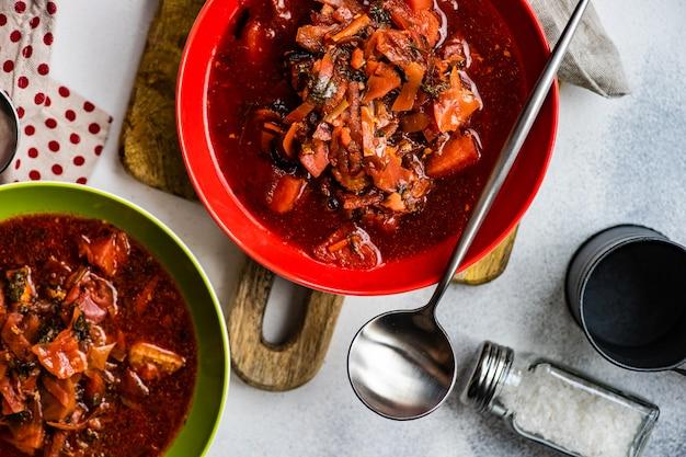 Soupe de betterave ukrainienne traditionnelle bortsch