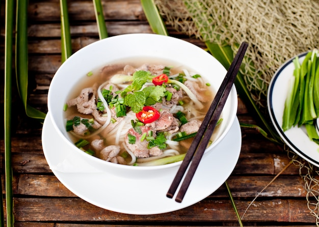 Soupe de boeuf vietnamienne traditionnelle pho