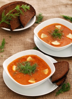Soupe borsch et pain de seigle