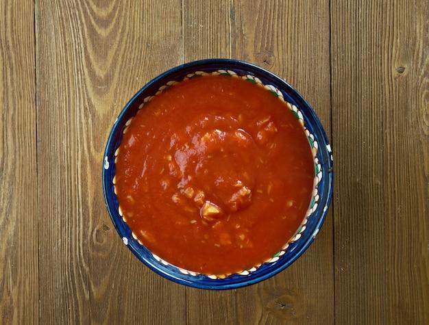 Soupe de chaudrée de poisson des bermudes qui est considérée comme le plat national des bermudes