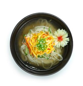 Soupe coréenne aux nouilles froides naengmyeon