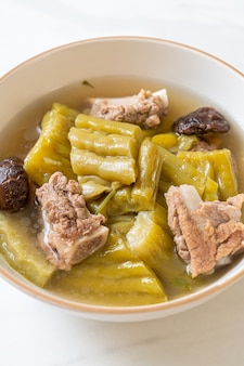Soupe de courge amère et côtes levées de porc