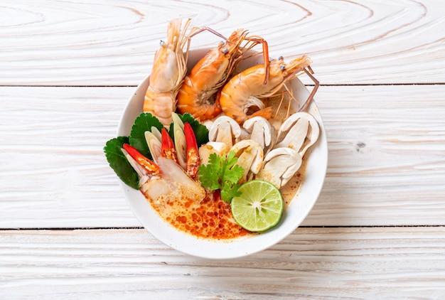 Soupe de crevettes épicée (tom yum goong)
