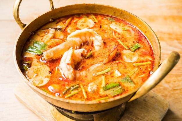 Soupe épicée aux crevettes