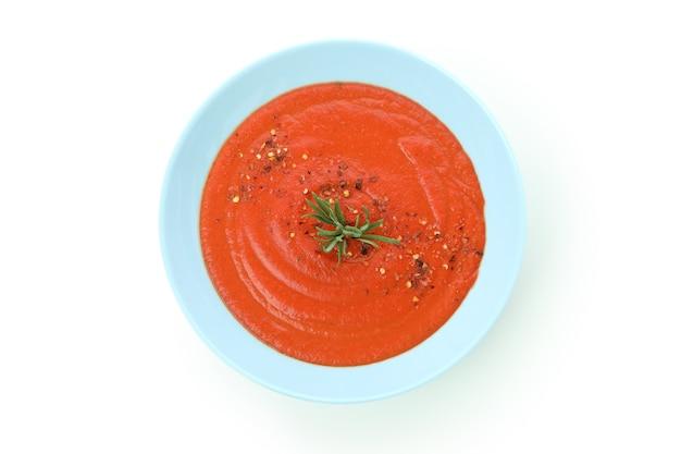Soupe espagnole gaspacho isolé sur fond blanc