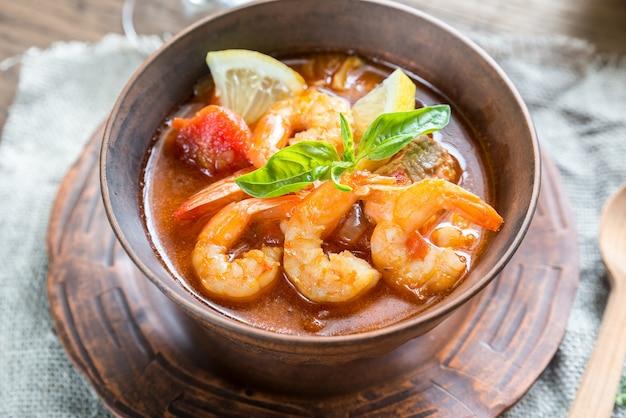 Soupe française épicée aux fruits de mer
