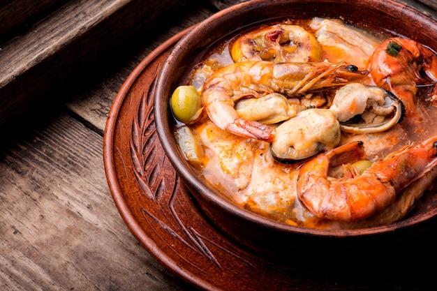 Soupe de fruits de mer frais