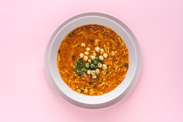Soupe harira traditionnelle pour le ramadan